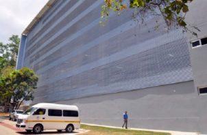 Donde estuvo el laboratorio, hoy hay un edificio de aparcaderos. Archivo