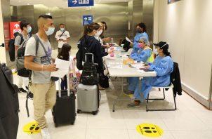 En el caso de los pasajeros no vacunados, el gremio turístico propuso eliminar la cuarentena preventiva, la segunda prueba a la llegada. Foto: Cortesía @tocumenaero