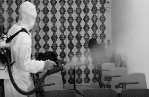 Limpieza mediante el proceso de nebulización en las oficinas del Sistema de Ahorro y Capitalización de Pensiones de los Servidores Públicos (Siacap). Foto tomada de la página https://www.siacap.gob.pa/
