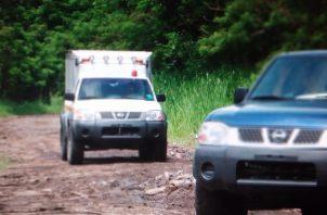 Personal de Criminalística y del Instituto de Medicina Legal efectuaron el levantamiento del cadáver. Foto: José Vásquez