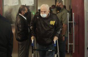 El juicio se encuentra suspendido hasta el próximo jueves debido a la muerte de la madre del expresidente Ricardo Martinelli. Víctor Arosemena