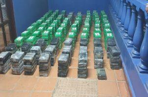 Las unidades ubicaron la droga oculta en una embarcación en la que se transportaban los hondureños. Foto: Cortesía Procuraduría General de la Nación