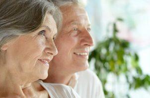Es importante la actividad física en adultos mayores para la prevención de caídas. Pixabay