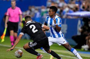 Edgar Yoel Bárcenas (drcha.) jugó los noventa minutos con su nuevo equipo. Foto Cortesía: @CDLeganes