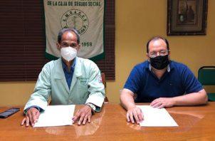 Fernando Castañedas (derecha) preside la organización médica. Foto: Cortesía