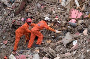 Una fuente del organismo de socorro haitiano aseguró que no se han interrumpido las labores de búsqueda por posibles supervivientes del terremoto. Foto: EFE
