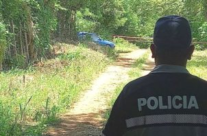 El joven fue encontrado dentro de la cajuela de un auto color azul, en el área conocida como La Cantera, en Altos de La Peña, en el distrito de Los Santos. Foto: Thays Domínguez