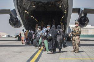 Esta medida dificultará los intentos de Estados Unidos y de otras naciones de evacuar a los aliados afganos vulnerables en el país. Foto: EFE