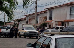 Paramédicos llegaron el día de lo ocurrido, confirmando la muerte de la mujer. Foto: Eric Montenegro
