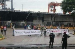 Los manifestantes han realizado esta semana varias protestas en las áreas portuarias, exigiendo plazas de empleo. Foto: Diomedes Sánchez