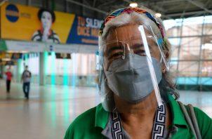 Desde el pasado 17 de mayo se estableció el uso obligatorio de la pantalla facial en el transporte público de pasajeros. Foto: Cortesía @elmetrodepanama