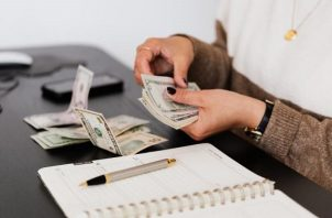 Asegúrese que los gastos no sean superiores a sus ingresos. Foto: Ilustrativa / Pexels