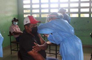 Continúa el proceso de vacunación contra la covid-19.