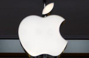 Fotografía de archivo del logo de la compañía Apple. Foto: EFE
