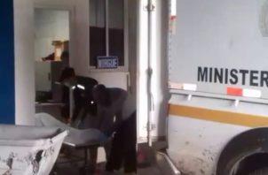 El joven fue trasladado al hospital de Changuinola, donde minutos más tarde se dictaminó su fallecimiento. Foto: Mayra Madrid