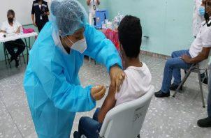 Los 46 puestos de vacunación contra la covid-19 en los circuitos 4-3 y 4-5 se mantienen abiertos hasta este domingo. Foto: José Vásquez