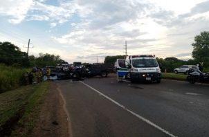 Las autoridades investigan las causas de este accidente y no descartan que el exceso de velocidad sea la posible uno de los motivos de este lamentable accidente. Foto: Cortesía