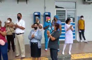 Los funcionarios del hospital protestan por el mal estado de las infraestructuras. Foto: Diomedes Sánchez