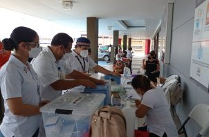 Durante cinco días se aplicaron 55,225 dosis o sea 4,225 más, lo que indica que la población está tomando conciencia sobre la necesidad de vacunarse contra el virus. Foto: José Vásquez