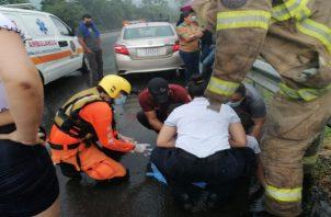 Al lugar del accidente acudieron paramédicos del Sinaproc, Bomberos y 911. Foto: José Vásquez