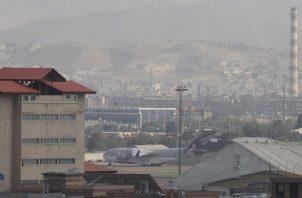 Vista de aviones militares en el Aropuerto Internacional Hamid Karzai, en Kabul, Afganistán. EFE