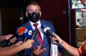 El abogado Sidney Sittón cuestionó la manera como se está leyendo los documentos durante las audiencias. Foto: Víctor Arosemena.