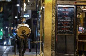 Multa y hasta prisión por incumplimiento del pase covid en Francia. Foto: EFE