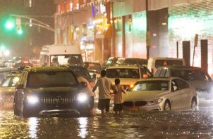 Vista de las inundaciones causadas por los remanentes de Ida en Nueva York. EFE
