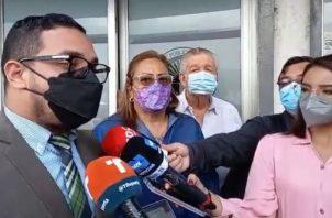 El abogado penalista, Adrián Calderón, presentó la denuncia en representación de los convencionales.