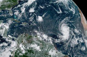 Localización del huracán Larry en el Atlántico hoy a las 11.20 hora local. EFE