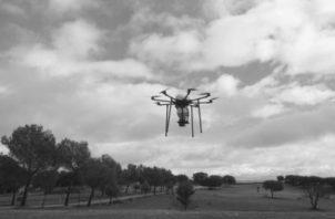 Los drones se pueden utilizar para tomar imágenes de alta resolución, que servirán para elaborar mapas urbanos o de cualquier índole con gran precisión o detalle de cada uno de sus elementos. Foto: EFE.