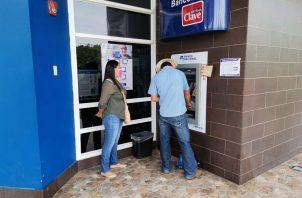 El pago se hará mediante el sistema de Clave social. Foto: Mides