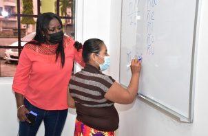 """El programa """"Yo sí Puedo, Muévete por Panamá"""" tiene un componente de género, ya que el 67.2% de los alfabetizados de los últimos dos años han sido mujeres rurales. Foto: Cortesía Mides"""