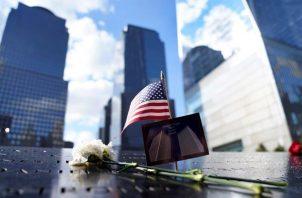 Homenajes en el 9/11 Memorial en Nueva York, Nueva York, EE. UU., ayer, 10 de septiembre de 2021. Foto: EFE