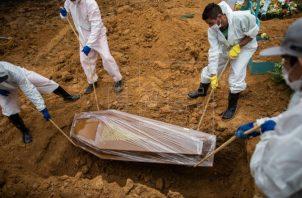 Brasil es uno de los países más castigados por la pandemia en el mundo. Foto: EFE