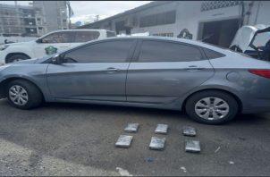 La droga fue encontrada detrás de los asientos de un auto color gris. Foto: Diomedes Sánchez