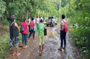 Con el cierre los residentes de diversas comunidades le hicieron un llamado de atención a las autoridades para que planifiquen la construcción de una carretera. Foto: Melquiades Vásquez