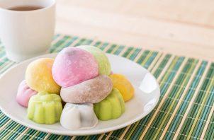 La masa de mochi se puede consumir sola o se le puede colocar en su interior algún tipo de relleno. Foto: Ilustrativa / Freepik