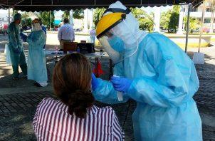 Personal de salud aplicó 8,191 pruebas nuevas de contagio en las últimas 24 horas. Foto: Cortesía Minsa
