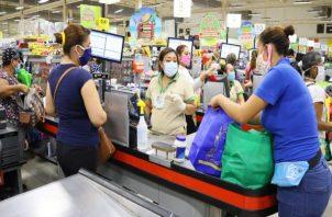 El vale digital otorgado por la afectación de la pandemia de copvid-19 es de 120 dólares. Foto: Cortesía Mides