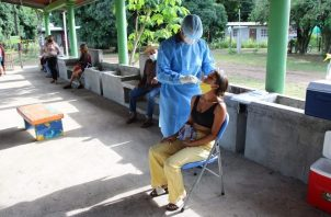 Personal de salud aplicó 7,615 pruebas nuevas para detectar el coronavirus en las últimas 24 horas. Foto: Cortesía Minsa