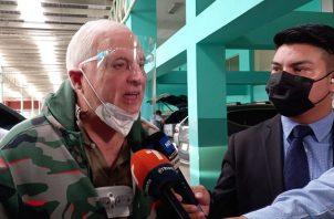 El expresidente Ricardo Martinelli atiende a la prensa la mañana de este martes a su llegada al Sistema Penal Acusatorio de Plaza Ágora. Foto: Víctor Arosemena