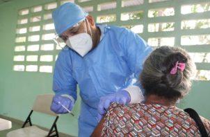 En Panamá continúa la vacunación por barrido contra la covid-19 en diversos circuitos electorales. Foto: Grupo Epasa