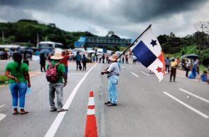 El cierre de los cuatro carriles es en la entrada hacia el distrito de Las Palmas. Foto: Melquiades Vásquez
