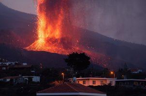 La erupción que comenzó el domingo en La Palma comienza este jueves su quinto día de actividad. Foto: EFE