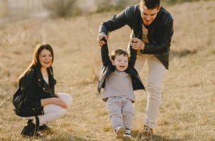 Los padres deben compartir tiempo de calidad con sus hijos. Foto Montessori Canela / EFE