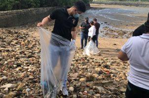 Jornadas de limpieza de Playa. Foto: Cortesía Mi Ambiente