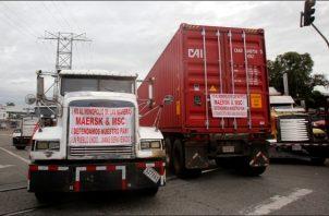 El ministro de Comercio e Industrias, Ramón Martínez informó que las navieras se han comprometido a no realizar transporte de carga nacional. Foto: EFE
