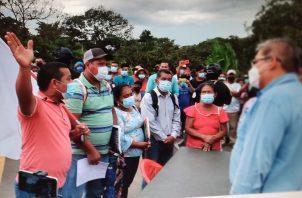 Los manifestantes reclaman mejoras en vías de acceso, electricidad, entre otras necesidades. Foto: Melquiades Vásquez