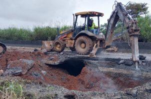 El nuevo hundimiento de la Interamericana se encuentra en Arraiján, a unos dos kilómetros del punto en el cual se hundió la vía en mayo pasado. Foto Eric Montenegro